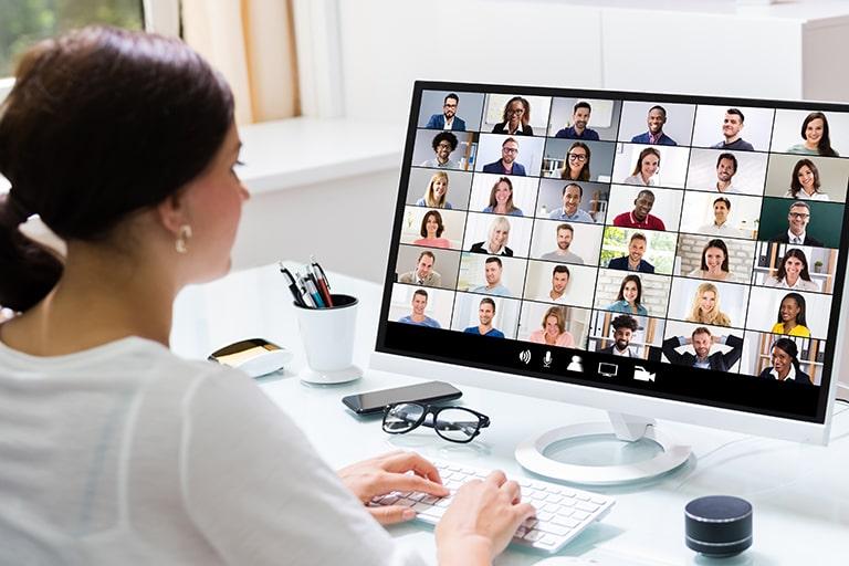Zoomを使ったWeb会議は何人まで参加可能?有料版と無料版の違いは ...