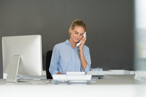 ビジネスフォンに内線電話転送ボタンがない場合の取次方法を紹介