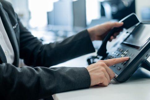 ビジネスフォンの内線電話転送方法はボタンを押すだけ?操作方法を紹介