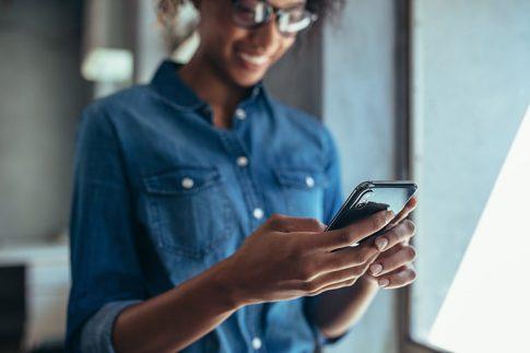 AndroidやiPhoneなどスマホへの着信を別の電話へ転送するやり方を紹介